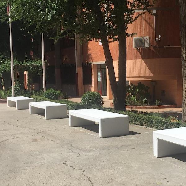 bancos de hormigon de la marca sergin en centro de educacion