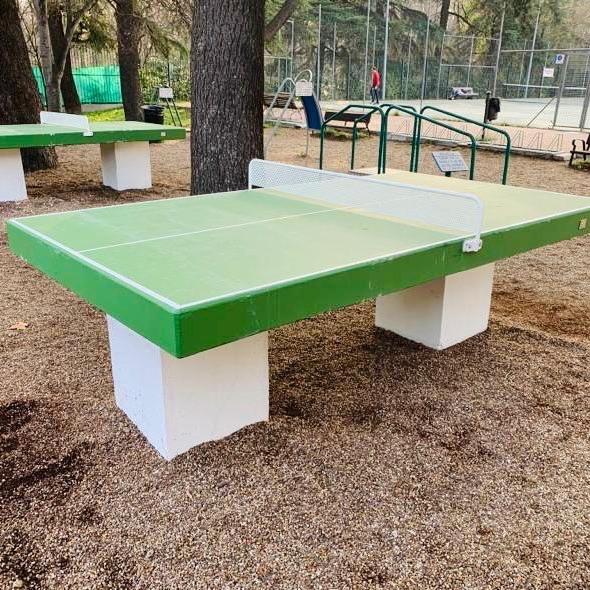 mesas prefabricadas ping-pong de la marca sergin en el Retiro de Madrid