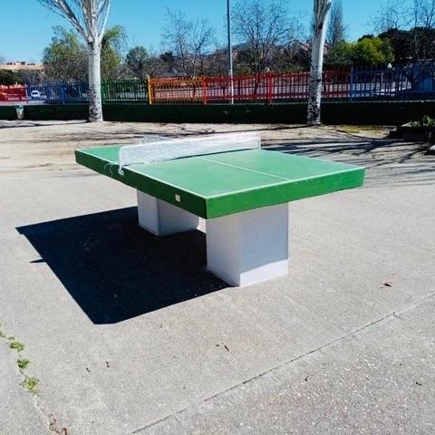Mesa de juegos prefabricada ping-pong instalada