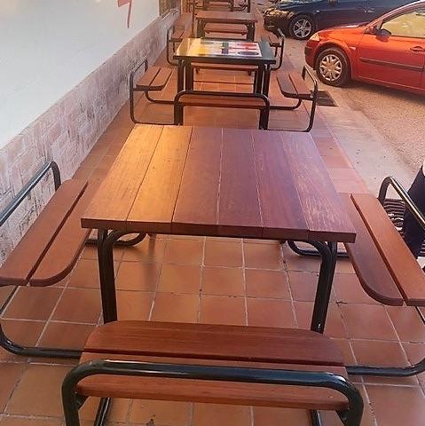 mesas de madera y tubo en A-3 de la marca sergin