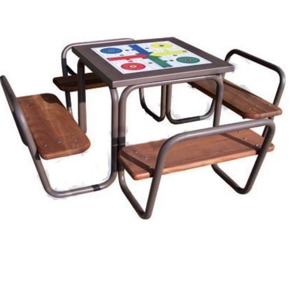 mesa madera y tubo parchís de Sergin