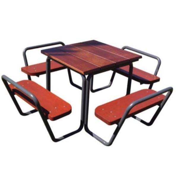 mesa de madera y tubo sergin